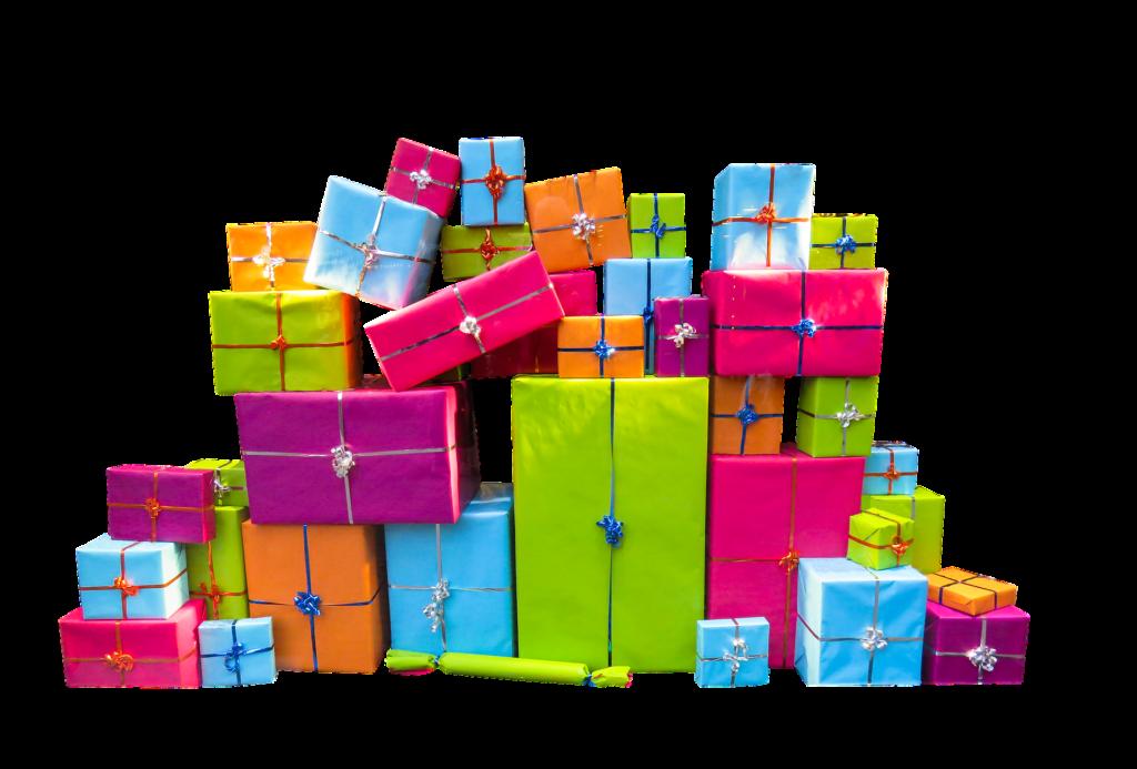 Pila de regalos de navidad para guardar en un trastero o una taquilla